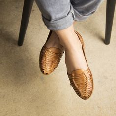 Onyva.ch / La Garconne Shoes #onyva #onlineshop #shoes #sandals #shoedesign #elegant #chic #switzerland #lagarconneshoes #vintage #summer #summershoes #summersandals #fashion #leather Shoes Sandals, Flats, Elegant Chic, Huaraches, Summer Shoes, Moccasins, Switzerland, Designer Shoes, Leather