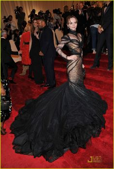 I love her daring...and this Posen gown is so perfect! (Christina Ricci at the Met Ball)