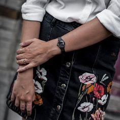 Détails du look du jour sur le blog avec ma nouvelle montre #BeLaVedette by @clusewatches || Lien dans ma bio #cluse #ad ( by @p.elle_photographie)