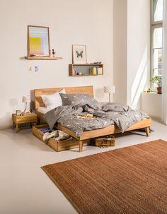 Micasa Schlafzimmer mit Bett und Schublade aus dem Programm CARA Social Work, Apartment Living, Guest Room, Cribs, Bedroom, Board, Furniture, Design, Home Decor