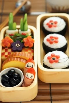 Japanese New Year Bento Lunch& New Year is a big celebration in Japan, and this is a very cute bento to celebrate Japanese Bento Box, Japanese Food Art, Japanese Dishes, Japanese Sweets, Japanese New Year Food, Cute Bento Boxes, Bento Box Lunch, Kawaii Cooking, Kawaii Bento