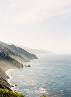 My friend Natalie, anSF-based floral designer, always has the best travel suggestions. She routinely goes to some of the most beautiful places in the world to work with people on (the most incredible) weddings and then extends her stay to play tourist! Today she takes us with her to Big Sur. Big Sur by Natalie …