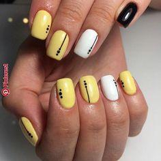 I put my nail polish like a pro! - My Nails Short Square Nails, Short Nails, Glitter Nail Art, Cute Acrylic Nails, Nail Art Hacks, Nail Art Diy, Instagram Nails, Yellow Nails, Perfect Nails