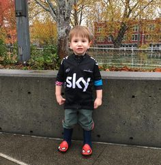 Only way I could get him to stand still was to tell him I was going to send @bradwiggins a picture of him in his Bradley Wiggins @teamsky jersey. So @bradwiggins: here is a picture of Henry in his @bradwiggins @teamsky jersey. #wiggo #teamsky #balancebikepropeloton by tommilway