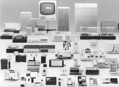 Products in the style of the great master Dieter Rams! Curated by Yannick Brouwer. Inspired by Dieter Rams Electronics Projects, Bauhaus, Little Designs, Cool Designs, Dieter Rams Design, Braun Dieter Rams, Radio Design, Modernisme, Gadgets