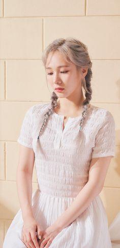 Kpop Girl Groups, Korean Girl Groups, Kpop Girls, Fashion Wallpaper, Girl Wallpaper, Yuehua Entertainment, Kpop Outfits, Korean Beauty, South Korean Girls