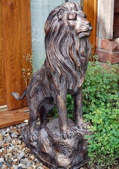 Outdoor Lion Statues What a wonderful way to deorate the garden