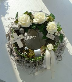 Kapcsolódó kép Rustic Christmas, Christmas Wreaths, Xmas, Grave Decorations, All Saints Day, Funeral Flowers, Bunch Of Flowers, How To Preserve Flowers, Ikebana