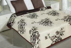 Hnedo krémový obojstranný prehoz na posteľ s kvetinami