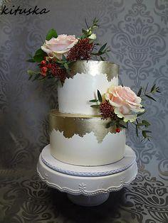 wedding cakes by Katarína Mravcová - http://cakesdecor.com/cakes/304755-wedding-cakes