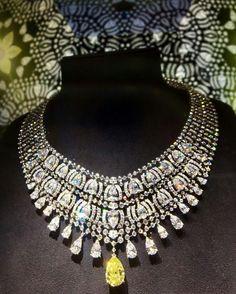 Extrait de la nouvelle collection de haute joaillerie Magicien chapitre II de Cartier actuellement exposée parmi 500 autres pièces au Musée National de Tokyo. Sublime! #cartier #hautejoaillerie #tokyo #japon # #luxe #luxury #jewelry #exhibition #japan #diamant #diamonds
