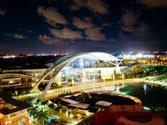 Centro de Convenciones de Puerto Rico en la Noche