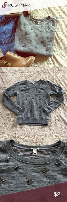 ⚡️SALE🎉HP🎉 J. Crew Beaded Sweater This sweater is in great condition (minor signs of wear). There are a couple of beads missing, but it is VERY unnoticeable. It is beautiful and perfect for Fall! Bundle and save! J. Crew Sweaters Crew & Scoop Necks