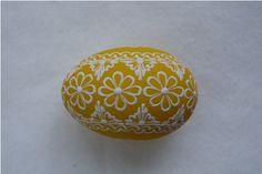 Žluté kraslice / Zboží prodejce Pippa | Fler.cz Egg Shell Art, European Countries, Easter Decor, Egg Shells, Line Design, Easter Eggs, Decorative Bowls, Wax, Mandala