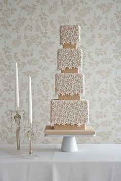 elegant daisy wedding cake