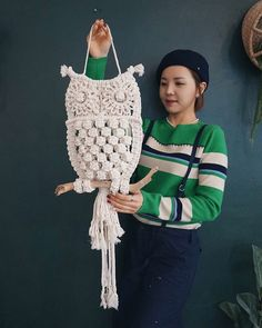 Best 12 White Owl and its Nest Macrame wall hung by handiworkclub on Etsy – SkillOfKing. Owl Crochet Patterns, Owl Patterns, Macrame Patterns, Crochet Motif, Etsy Macrame, Macrame Owl, Macrame Wall Hanging Diy, Macrame Plant Hangers, Art Macramé