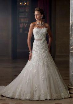 Scénario Idéal gives you tips on finding the dress of your dreams! www.scenarioideal.com //  http://scenarioideal.com/conseils-dexpert/trouver-la-robe-de-ses-reves/ #weddingdress #Weddinggown #wedding #shopping #silhouette #whitewedding //  Source: David Tutera for Mon Cheri