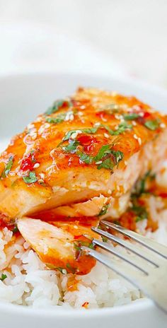 Sweet Chili Salmon – quick and easy salmon with Thai sweet chili sauce. The recipe takes only 15 mins on skillet or you can bake it. WARNING: Using jarred Thai Sweet Chili Sauce DOES NOT Guarantee Gluten Free! Fish Recipes, Seafood Recipes, Asian Recipes, Dinner Recipes, Cooking Recipes, Dairy Free Salmon Recipes, Quick Salmon Recipes, Chili Recipes, Quick Recipes