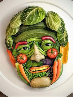 20 maneras creativas de comer frutas y verduras Cute Food, Good Food, Yummy Food, Tasty, Food Design, Creepy Food, Creepy Guy, Weird Food, Veggie Art