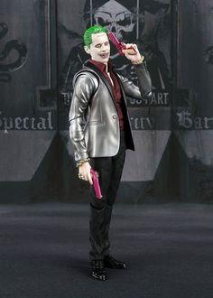 In pronta spedizione da Games & Comics!!! SUICIDE SQUAD JOKER S.H. FIGUARTS ACTION FIGURE link x info/ordini a seguire http://gamesandcomics.it/catalogo/it/dc-universe/4027-suicide-squad-joker-sh-figuarts-action-figure-4549660112105.html Nuova SH Figuarts di Bandai ispirata a Suicide Squad: ecco il Joker! La figura è stata creata usando le tecnologie più avanzate e vanta quindi magnifici dettagli, sia di scultura che di colorazione (da notare ad esempio l'attenta colorazione degli occhi…