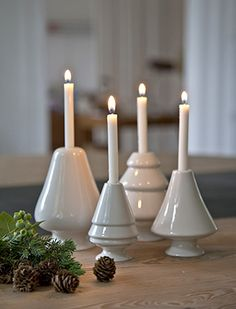 Avvento candle holder in white by Kähler Design for tree candles - Christmas Ideas Winter Wonderland Christmas, Christmas Mood, Scandinavian Christmas, All Things Christmas, White Christmas, Christmas Advent Wreath, Christmas Decorations, Chandeliers, Ceramic Candle Holders
