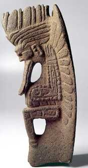 """Palma"" tallada en piedra, uno de los objetos utilizados en el juego de pelota maya. Este es el dios Quetzalcoatl mexicano. V. Johnson Stone Carving Tools, Sculpture Art, Sculptures, South American Art, Colombian Art, Hispanic Art, Jungle Art, Mexica, Mesoamerican"