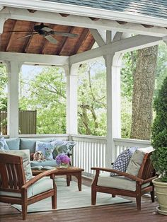 Patios must show charm as well as coziness. This becomes the extension of your style and also individual and also the primary thing that passers-by and also guests see. Roof design for patios is on… Back Patio, Backyard Patio, Backyard Landscaping, Pavers Patio, Patio Plants, Sloped Backyard, Wood Patio, Outdoor Rooms, Outdoor Living