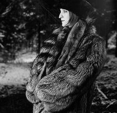 Laura Morales Photo - Illustration Fabulous Fox, Fashion Guide, Fur Fashion, Fox Fur, Photo Illustration, Furs, Style Guides, Fur Coat, Poses
