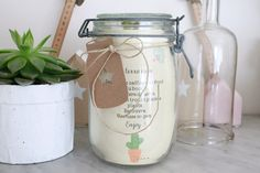 En quête d'une idée cadeau pour succulentophile ? Voici le kit terrarium qui devrait faire mouche. J'ai croisé l'idée il y a fort longtemps de ça sur la toile et je l'avais d'ailleurs relayée ici. Je l'ai simplement adapté à la sauce frenchy à l'occasion...