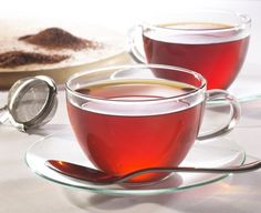 Red tea is obtained from the rooibos plant which is native to South Africa. This plant is a legume and its leaves are processed so as to obtain red tea. Rooibos Tea Health Benefits, Tea Benefits, Te Rojo Pu Erh, Red Rooibos Tea, Oolong Tea, Detox Tea Diet, Fat Burning Tea, Best Herbal Tea, Herbal Teas