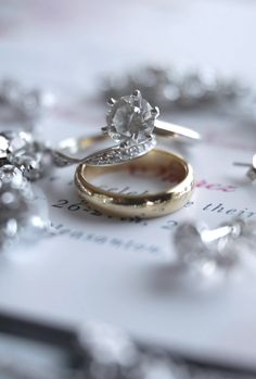 This rotating video shows off the wedding rings from a recent wedding. The simple wedding rings lay perfectly styled on the couples stationary in betw Huge Wedding Rings, Wedding Rings Sets Gold, Gold Engagement Rings, Wedding Ring Photography, Ring Shots, Couple Rings, Unique Rings, Big Big, Arab Wedding
