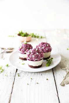 Raw Passionfruit Cupcakes with Pink Dragon Fruit Frosting | ChicChicFindings.etsy.com