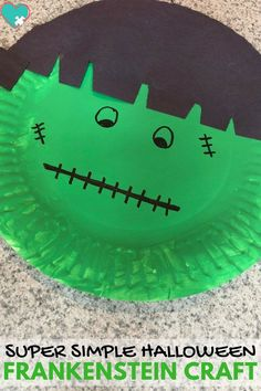 Super Simple Frankenstein Craft for Kids -- I love this! It's great to keep kids busy during your Halloween party, or for a fun holiday craft at school or after school! #outdoorideasforkids