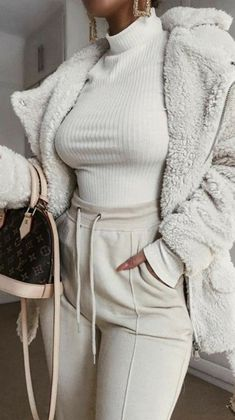 Cant get enough of teddy outfi Outfit Casual Winter Outfits, Winter Fashion Outfits, Classy Outfits, Autumn Winter Fashion, Stylish Outfits, Fall Outfits, Fall Fashion, Fashion Ideas, Fashion Tips