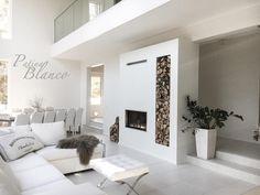 Moderni pelkistetty takka kätkee itseensä myös tilaa takkapuille. Small Cottage House Plans, Cottage Homes, Fantasy House, Living Room Kitchen, Modern Interior Design, My Dream Home, Room Inspiration, House Design, Warm