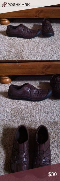 Clarks shoes Size 5.5 medium width womens leather shoes, colors are brown & black, brand is Clarks (Springers), good used condition Clarks Shoes
