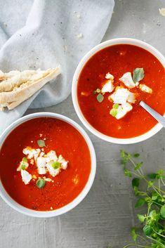 Tomaatti-vuohenjuustokeitto   Maku I Love Food, Good Food, Yummy Food, Soup Recipes, Vegetarian Recipes, Cooking Recipes, Nasi Goreng, Halloumi, Soup And Salad