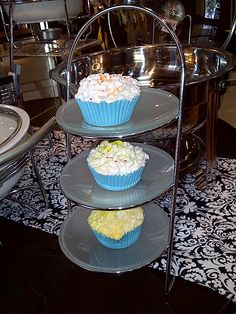 Display Your Sweet Creation with Gourdos Cake Stands See Cake Knife, Cake Stands, Cake Toppers, Birthday Cake, Table Decorations, Baking, Sweet, Display, Candy