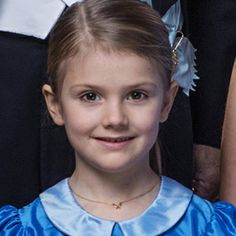 Princess Estelle with mother Crown Princess Victoria and grandfather King Carl Gustaf of Sweden pose in a new portrait taken in December celebrates 200 years of the Swedish monarchy - February 2018 Princess Victoria Of Sweden, Crown Princess Victoria, Princess Diana, Little Princess, Blue Peter, Swedish Royalty, Peter Pan Collar Dress, British Royals, Blonde Hair