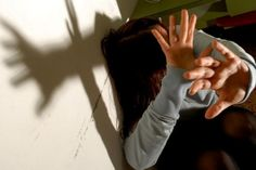 Lo speciale di oggi di Rubricanews è dedicato alla violenza domestica. Solo da gennaio, in Italia sono state uccise 83 donne. Come fare a difendersi dalla violenza domestica? È possibile? La risposta è sì, e lo dimostrano i consigli pratici, raccolti tramite la polizia, che vi mostreremo in questo articolo.