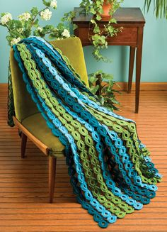 Crochet World shares a free pattern for this really interesting afghan entitled Rings and Things.