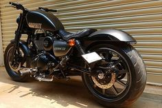 Modified Royal Enfield: Thunderbird 350 gets Harley-Davidson Iron 883 like makeover and looks . Harley Davidson Posters, Harley Davidson Helmets, Harley Davidson Wallpaper, Harley Davidson Iron 883, Harley Davidson Motorcycles, 883 Harley, Harley Davidson Roadster, Harley Davidson Custom Bike, Harley Davidson Gifts