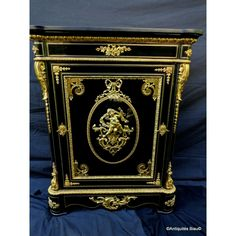 Antiquites-biau.com Cabinet Vedder Paris #Napoléon III 19th #marqueterie #design #interiors #Boulle #marquetry #luxury #antiques #frenchantiques #interiors #frenchinteriors #Boulle