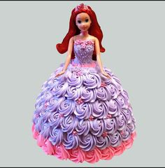 Shower your love upon your little princess on her birthday by surprising her with adorable Barbie Doll Rose Cake. Let your little daughter filled with happiness on her special day. Send Birthday Cake, Doll Birthday Cake, Birthday Cake Delivery, 4th Birthday, Barbie Torte, Bolo Barbie, Barbie Dolls, Barbie Cake Designs, Disney Princess Birthday Cakes