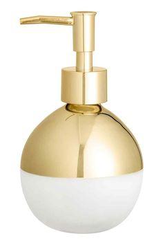 Dispensador de jabón de vidrio: Dispensador de jabón de vidrio de forma redonda con acabado dorado brillante en la parte superior y acabado escarchado en la inferior. Dosificador en plástico dorado. Diámetro 9 cm. Alto 16 cm.