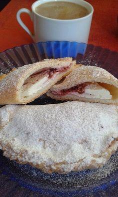Édes calzone, avagy túrós táska másként Calzone, Bread Rolls, Bread Recipes, Pizza, Sweets, Cheese, Cookies, Food, Loaf Recipes