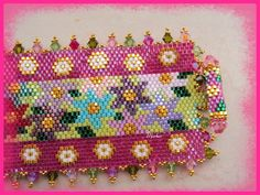 Detail : kimflower chiusura - beaded cuff bracelet with flower motif