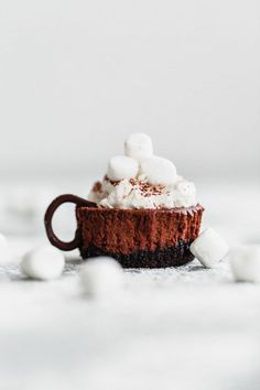 #ad Hot Cocoa Cheesecake Minis – these SIMPLE, no-fail mini cheesecakes are given a hot cocoa twist with whipped cream, mini marshmallows, and a light dusting of cocoa powder! [sponsored by @SpreadPhilly] #cheesecake #holiday #dessert #ItMustBeThePhilly