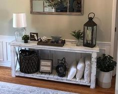 Living Room Themes, Table Decor Living Room, Guest Bedroom Decor, Home Living Room, Console Table Decor, Rustic Console Tables, Farmhouse Entryway Table, Entrance Table, Family Room Decorating