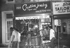 New York blackout and riots, July 13, 1977, Mobs took advantage of the blackout and set fires, smashed windows and hauled away food, clothing and appliances, while the city was without power. In all, 1616 stores were either looted or damaged during the blackout, more than a thousand fires set (14 of them resulting in multiple alarms), and in the biggest mass arrest in city history, 3776 people were thrown in jail.